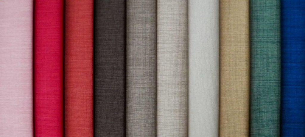Distintas telas, en distintos colores.